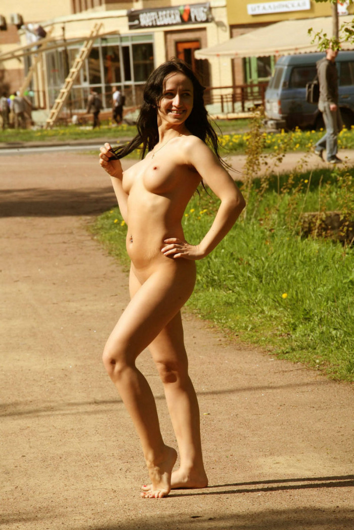 Naked Brunette With Huge Tits On The Streets  Russian -3587