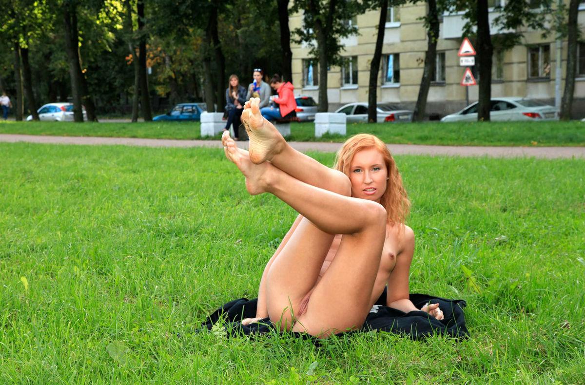 porno-onlayn-golaya-na-ulitse-seks-video-molodoy-devushka-student