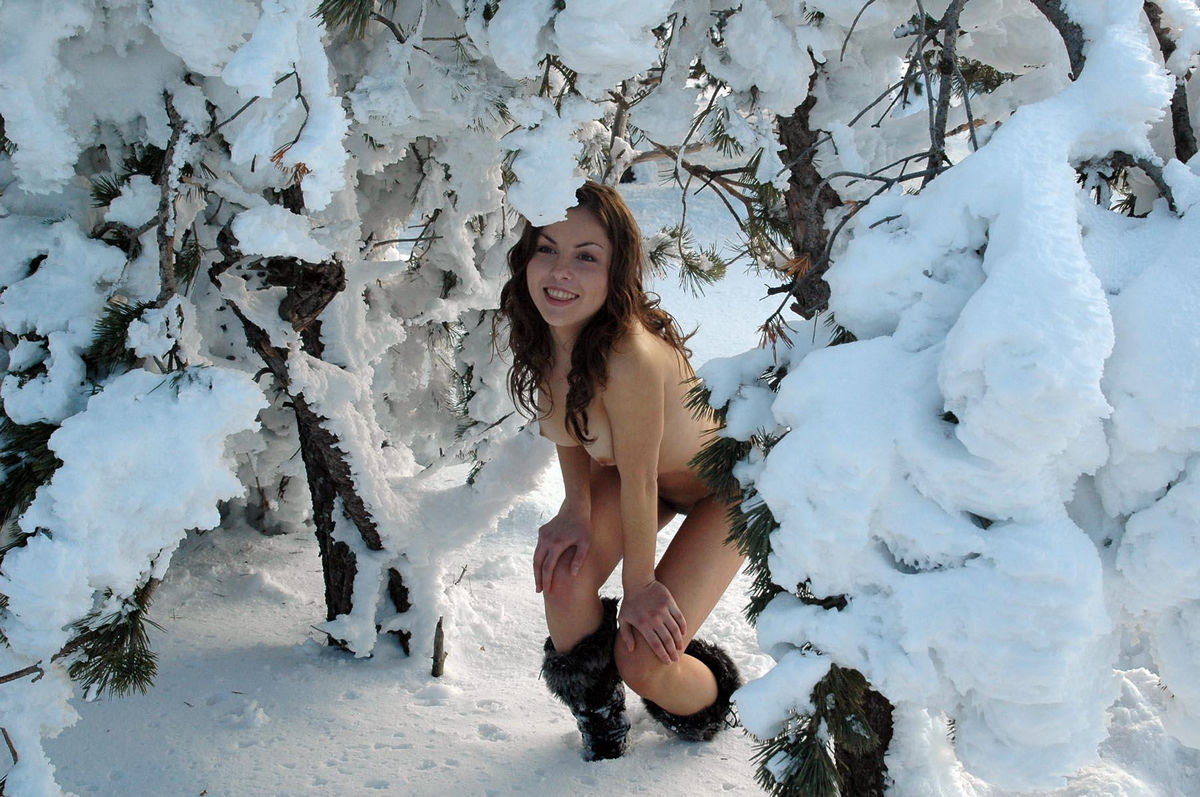 Beauty With Hairy Pussy Playing With Snow In The Forest -5957