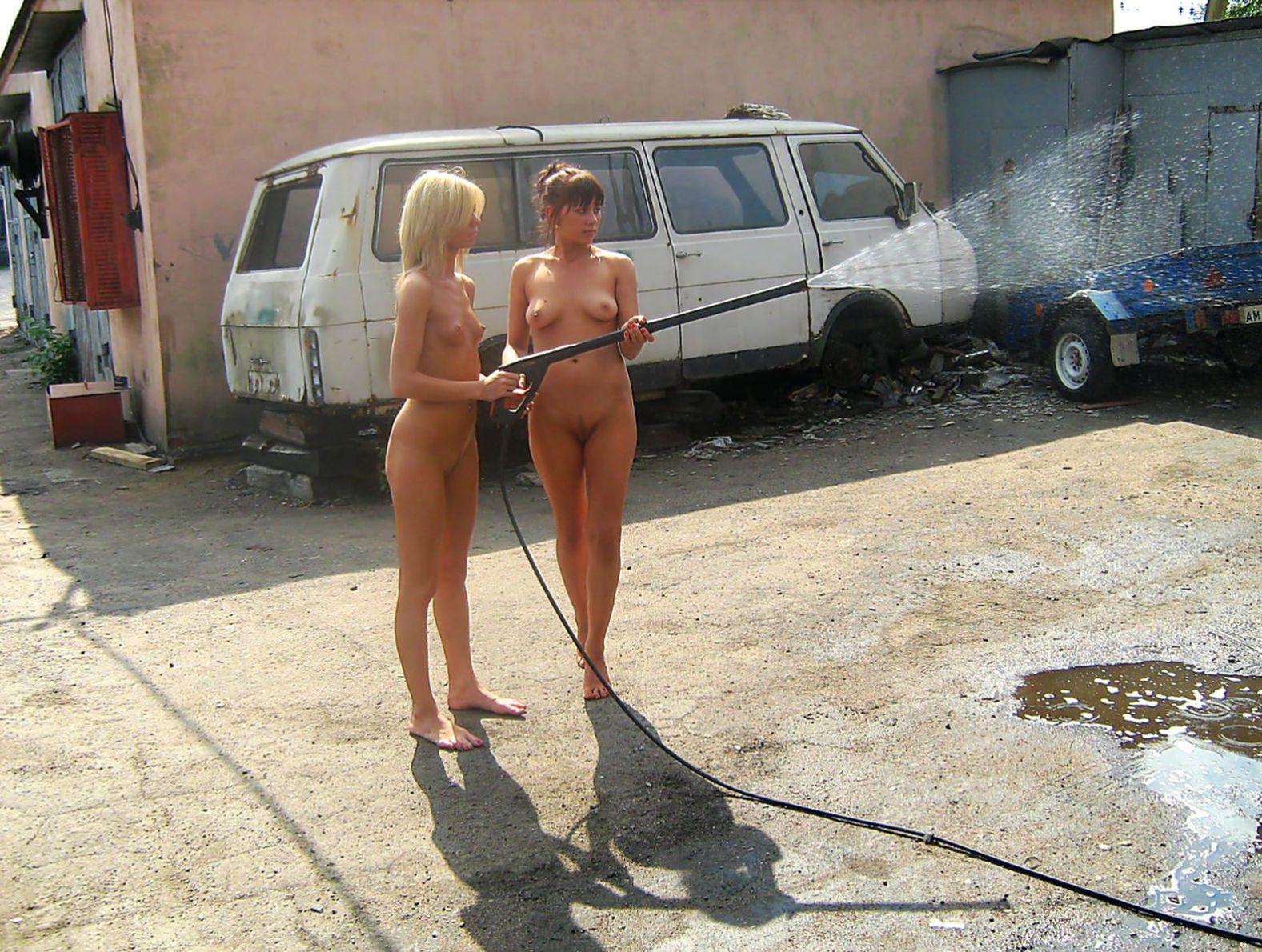 голышом на автомойке фото пришла себя первой