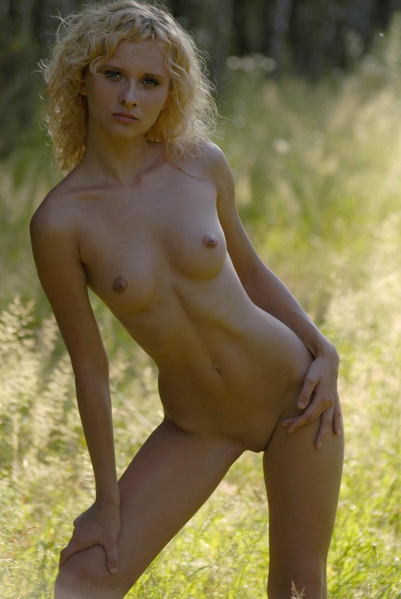 girls woth guns nude