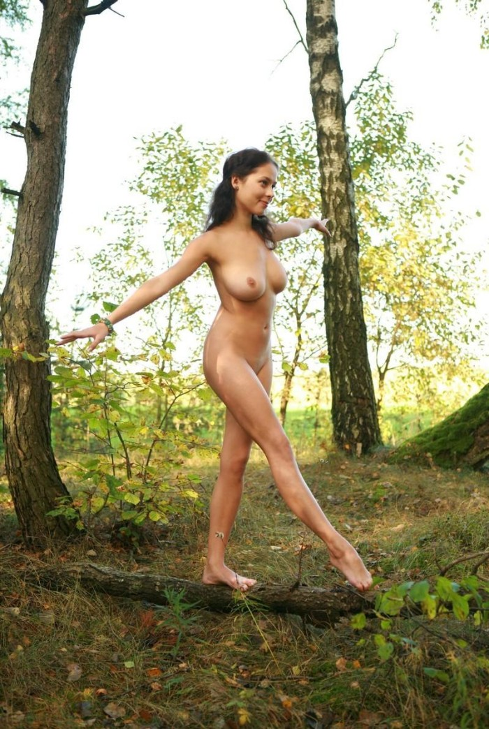 ... brunette with huge boobs walks in the woods | Russian Sexy Girls