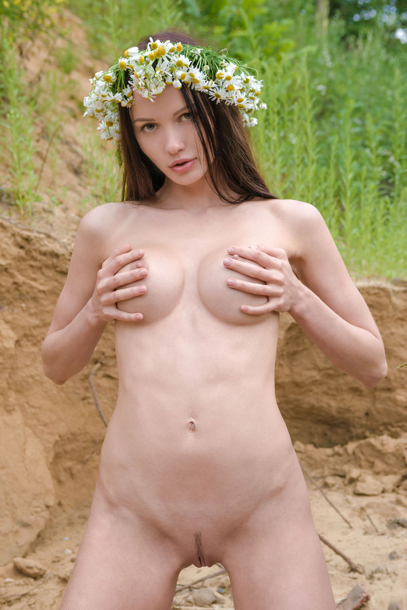 tall amateur brunette nude