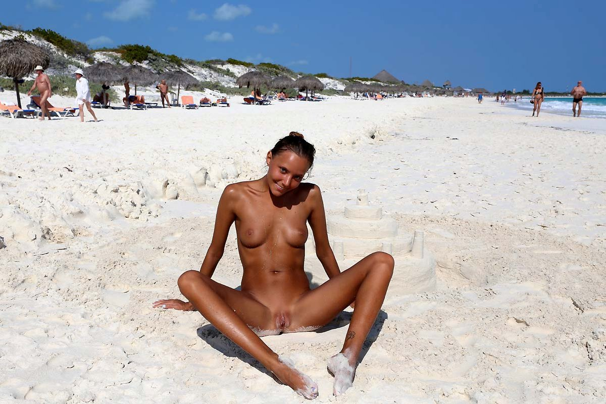 photos of nude beach party