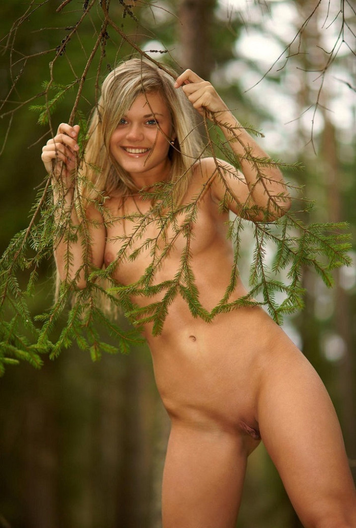 Russian Blonde With Big Pussy Posing In The Woods -1343