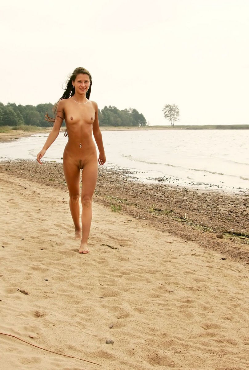 Smiling Nudist Teen Running Along The Beach  Russian Sexy Girls-7026
