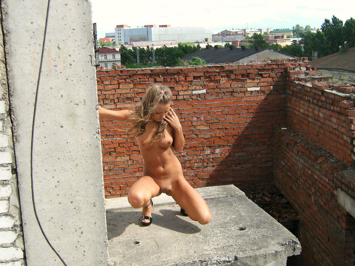мамаша ходит голышом по стройке видео фото