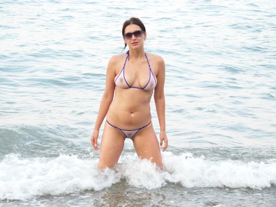 Amateur thong bikini