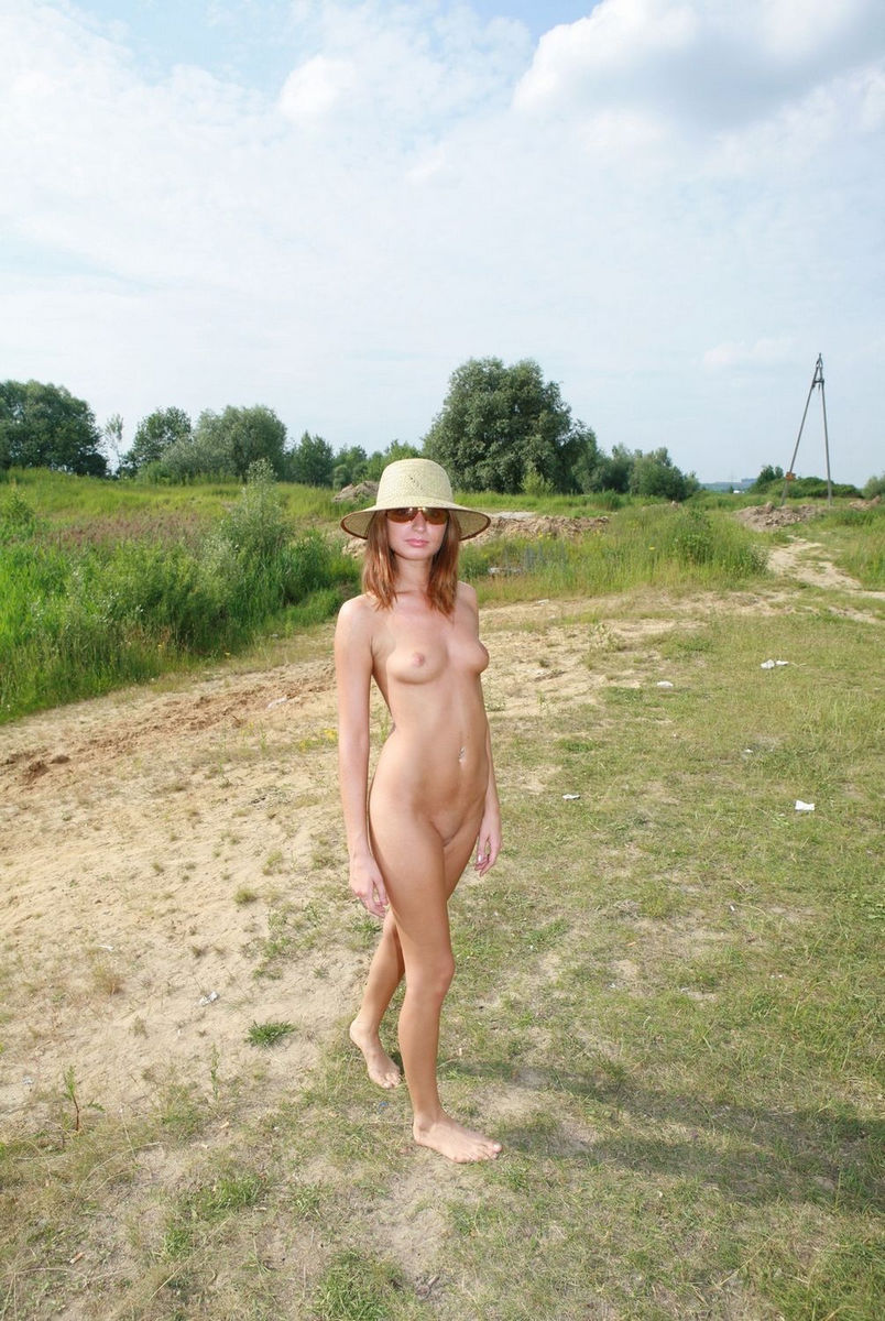 Brunette girl with sunglasses sucks cock in her backyard - 2 3