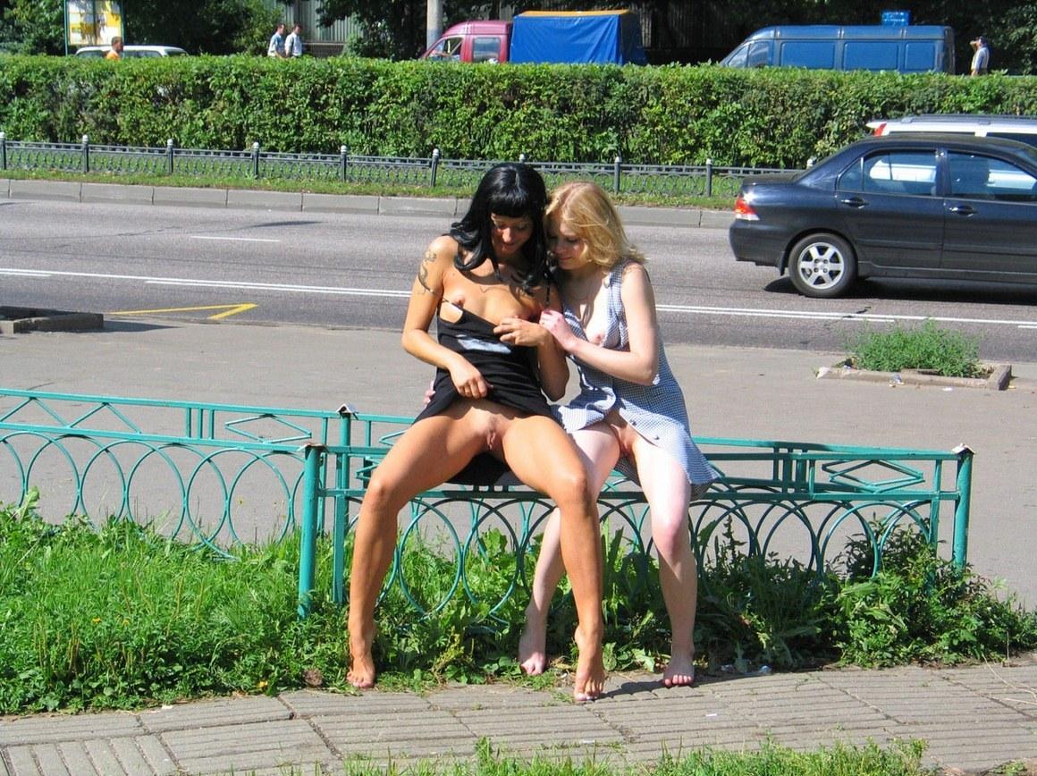 Порно-лесбиянки на улице — img 10