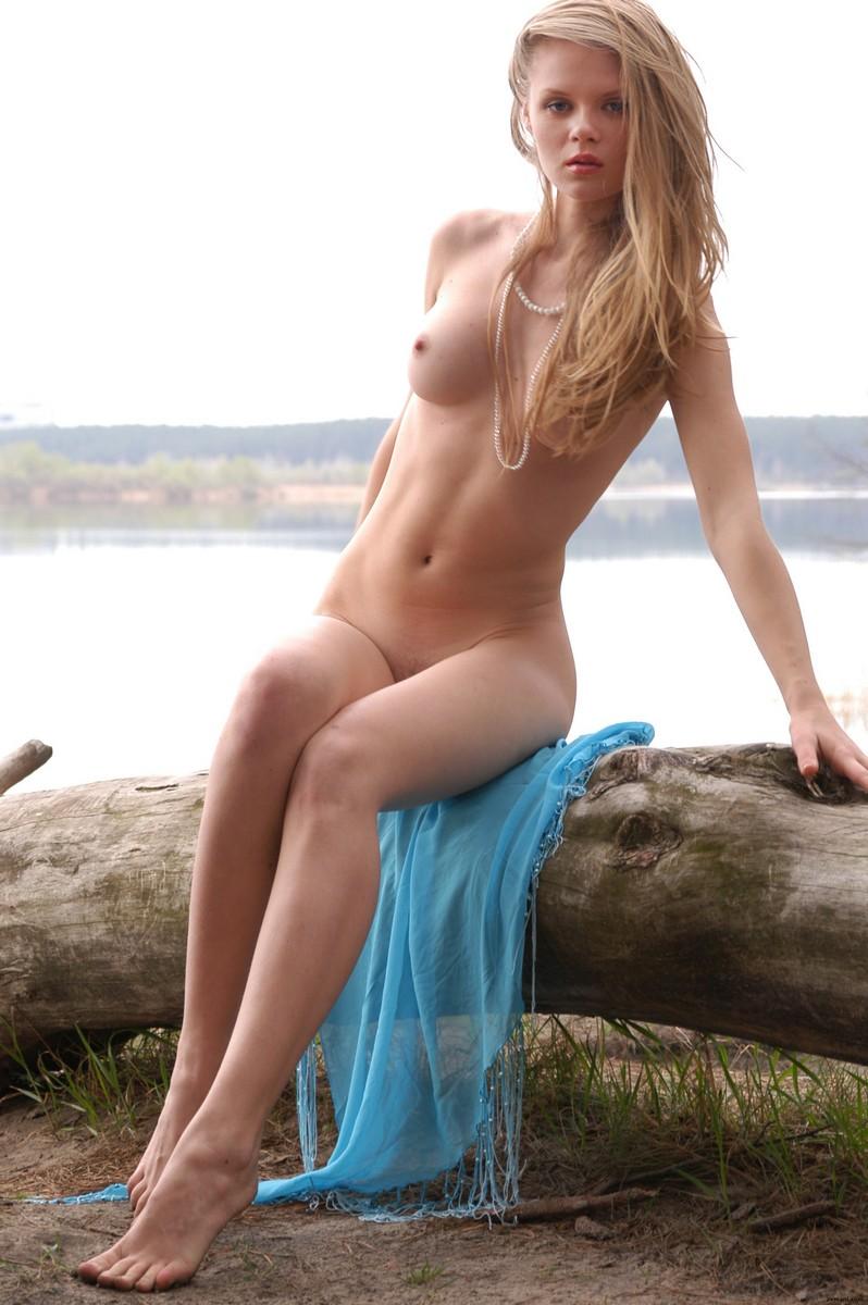 Sexy lake girls
