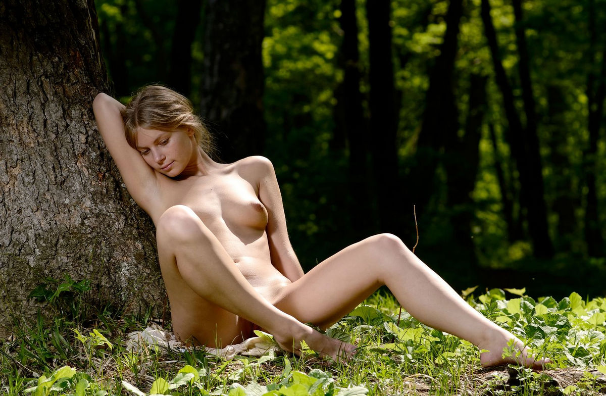 pussy-naked-in-nature-forest