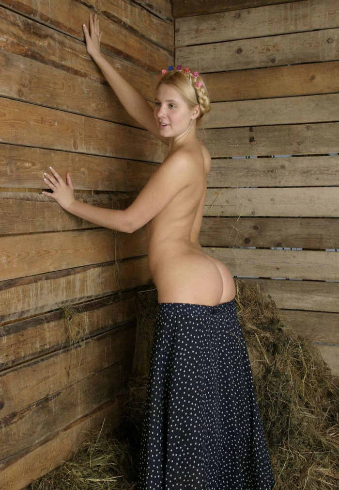 Hot and sporty blonde stretches his anus - 2 10