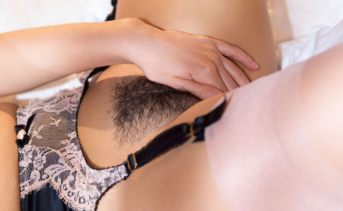 Short-Haired Brunette With Huge Boobs And Hairy Pussy In -1810