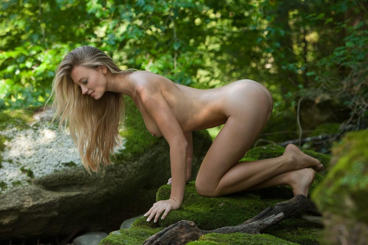 blonde nude hippie girl outdoor
