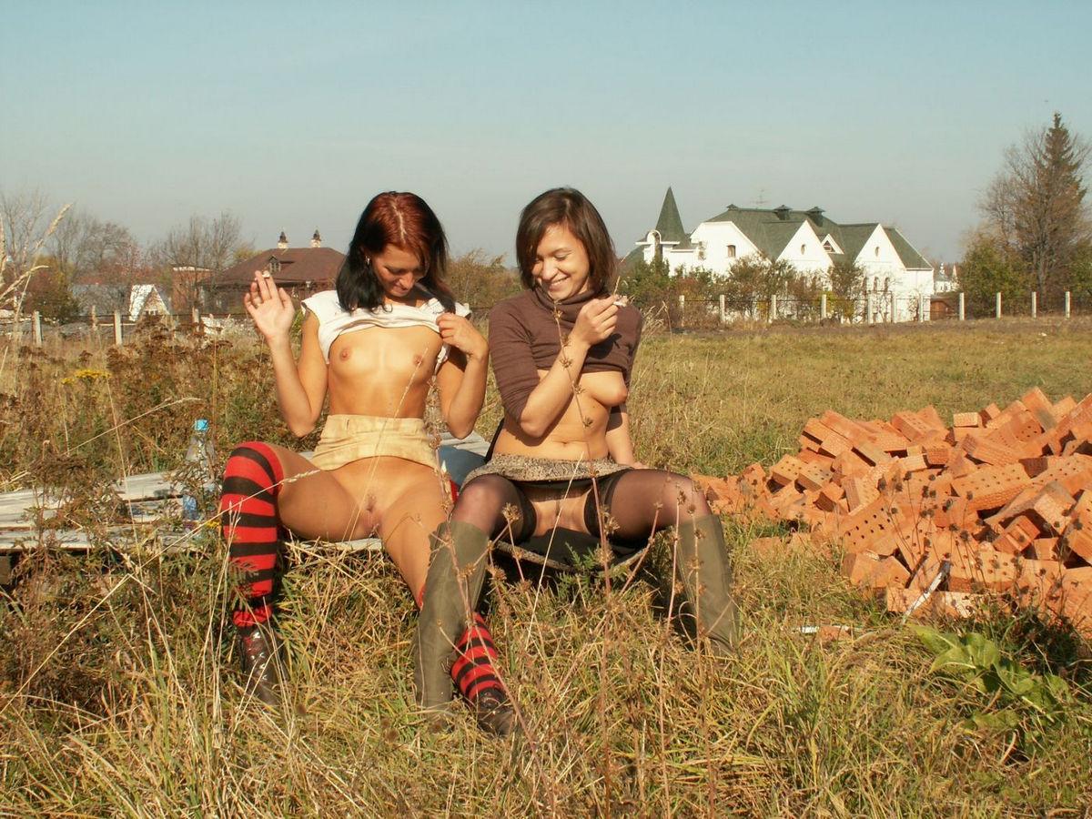 Фото девушки в деревне лесби