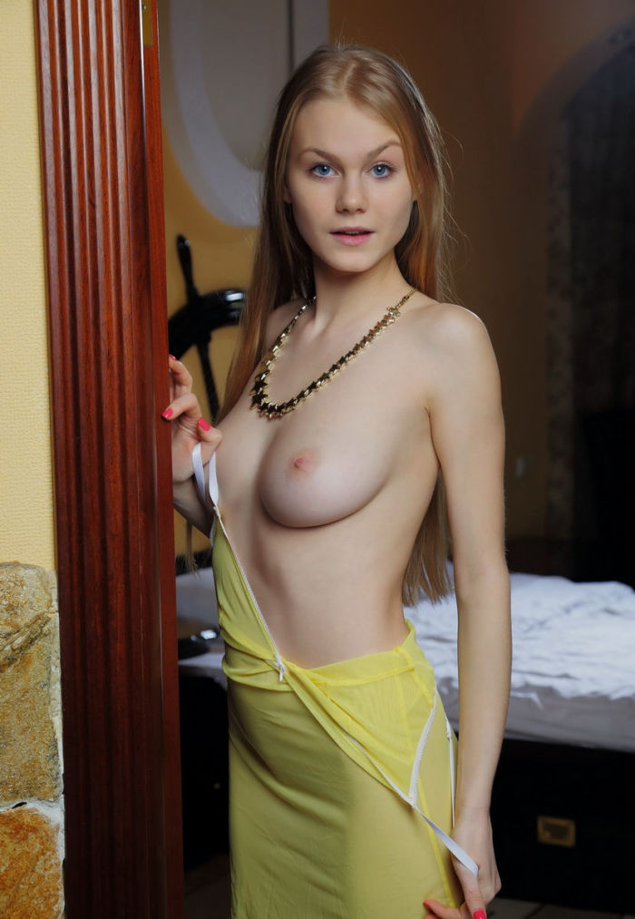 Blonde babe just woke up and she is already having some fun