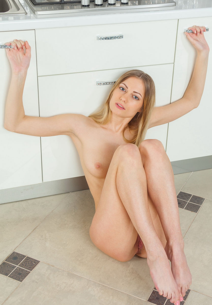 Tall, Slim Blonde With Elastic Breasts In White Kitchen -8694