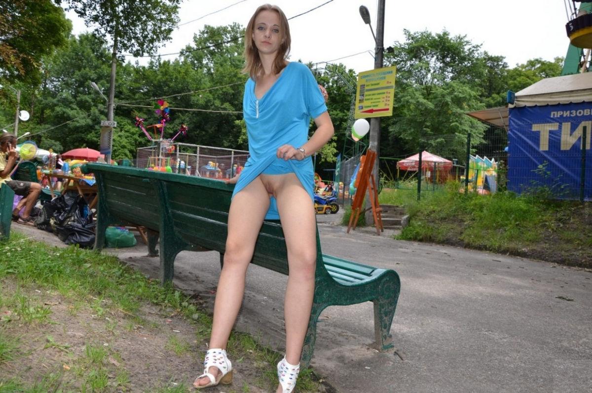 Видео девушки отдыхают летом без трусиков под юбкой, трахнул русскую женщину в возрасте