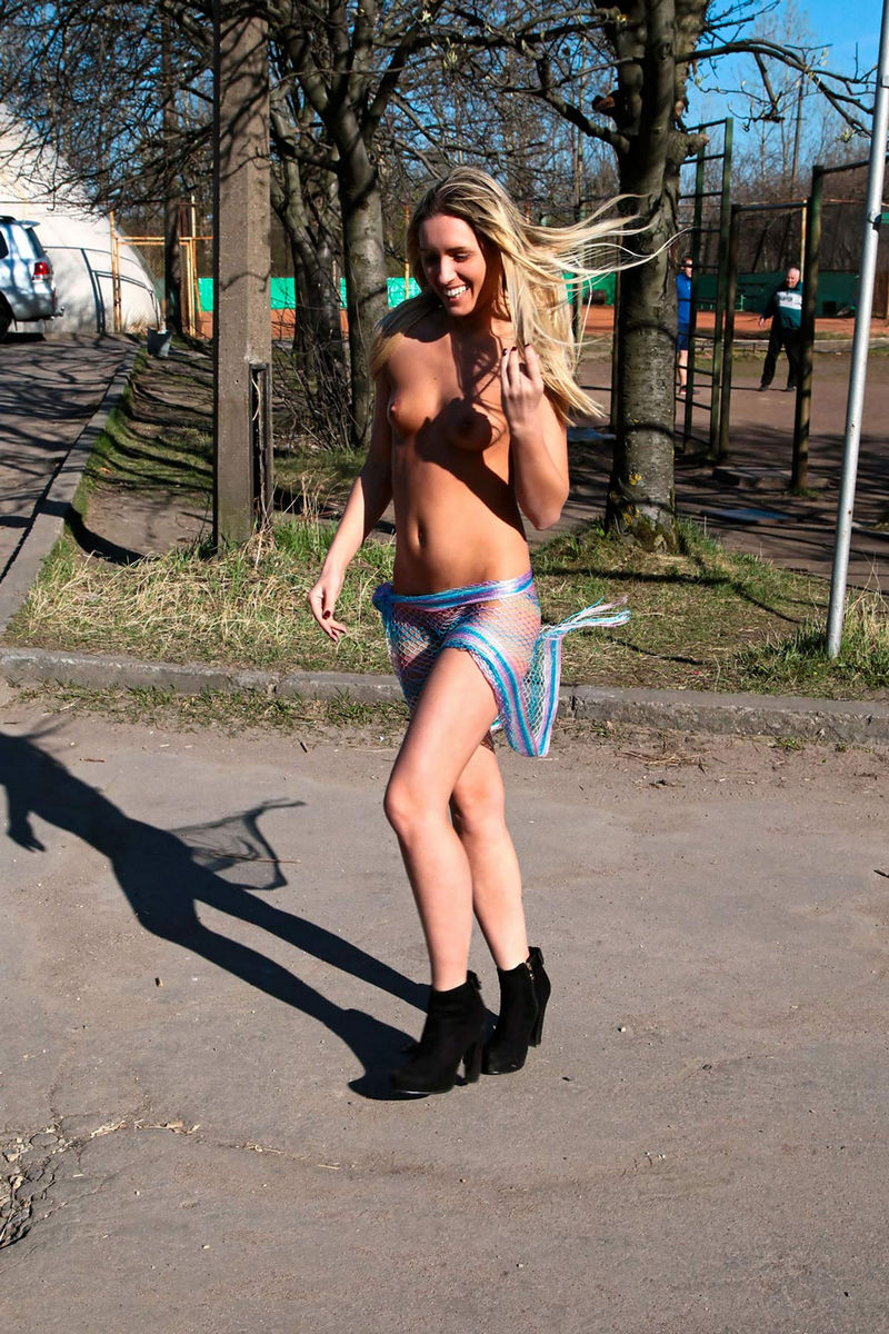 hot chicks in little shorts
