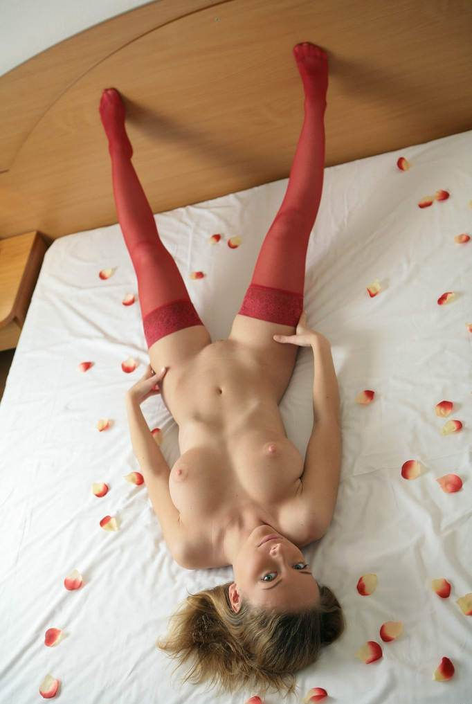 Lovely Lady In Crimson Pantyhose On The Bed With Rose Petals  Russian Sexy Girls-9514