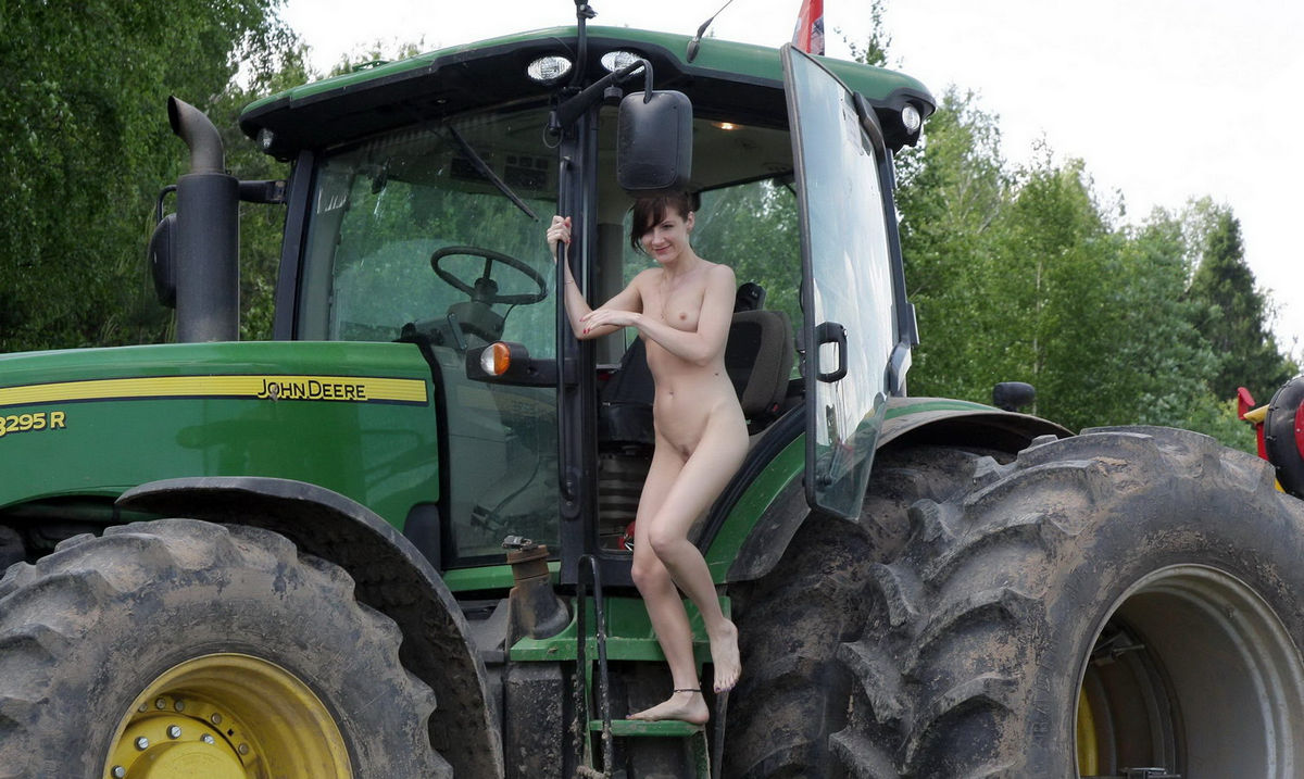 Girl nude on farm tractor — pic 7