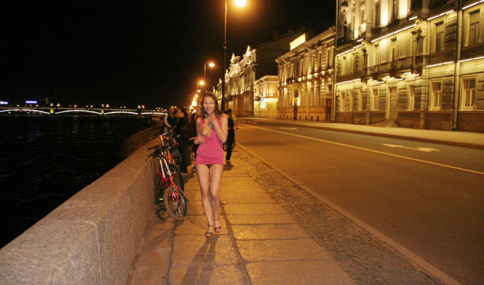 Great blonde Katsia At the fishing pier