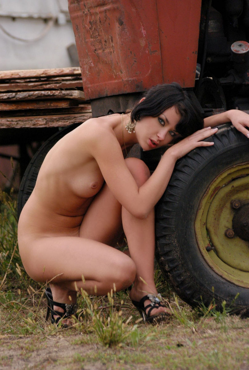 girls-naked-on-a-tractor-cum-face-xxx