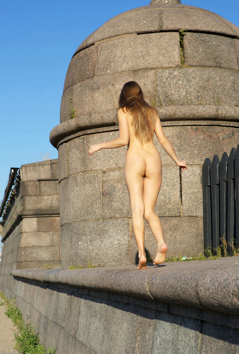 Naked Taissia A Shows Beautiful Pussy At City Centre -7357