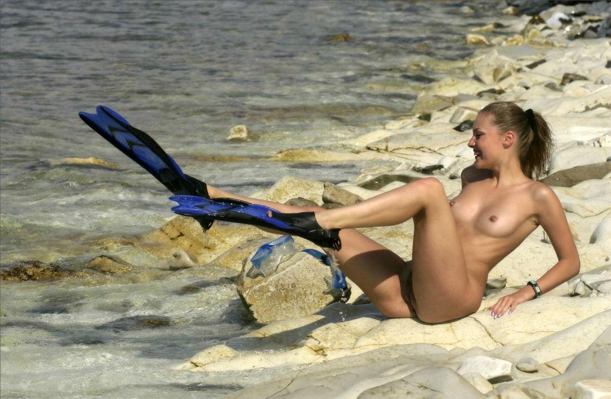 hot sexy naked beach girls