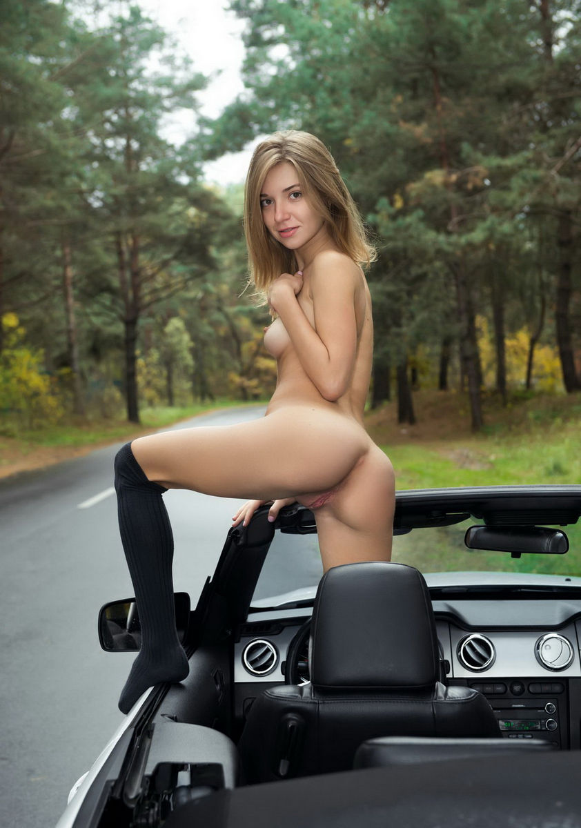 Sexy naked girls and cars
