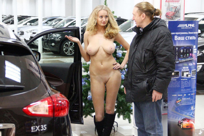 naked hot girls and cars