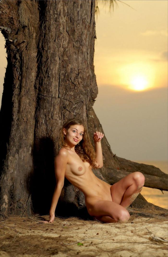 naked girl tree some