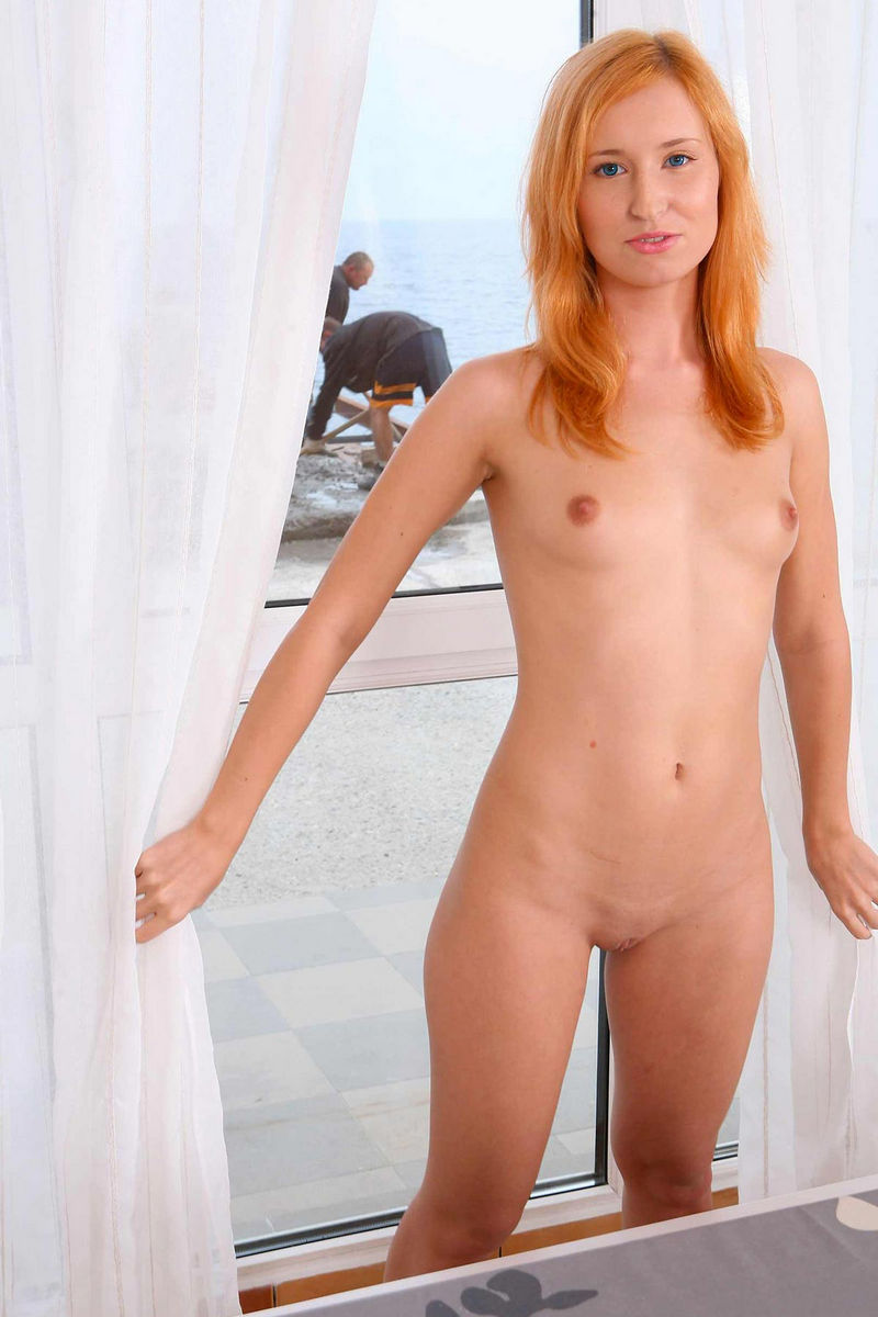 nude milf pose bed