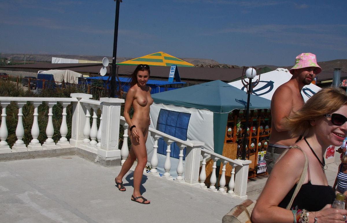 Shameless Naked Girl On The Market In The Resort Town -7169