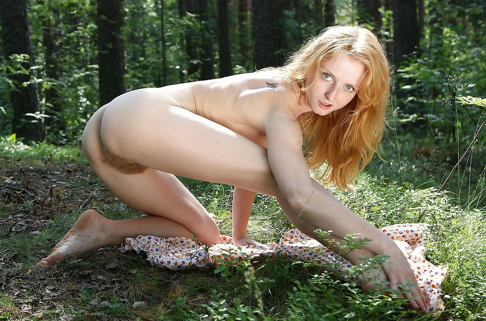 Truly blonde with a very hairy pussy in the woods ...