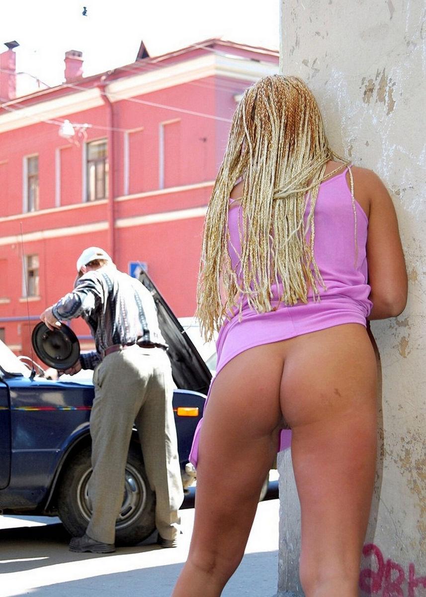 Blonde z dreadlocks In Z Tattoo Na Pussy na javnih-9012
