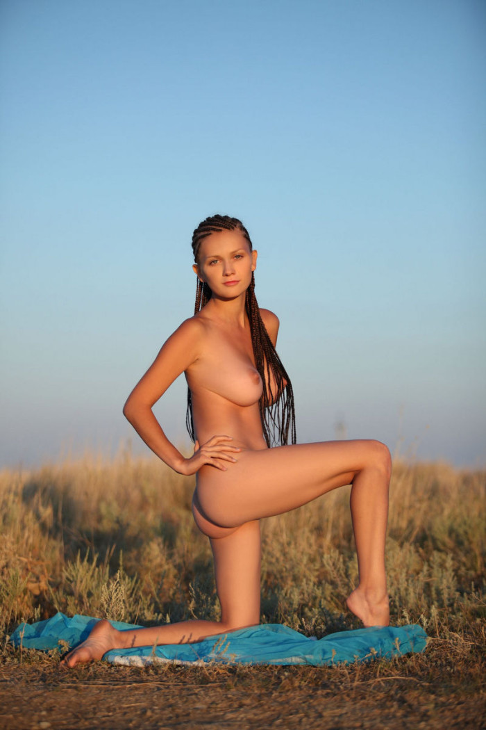 Hot Teen With Dreadlocks Demonstrates Her Amazing Huge -4347