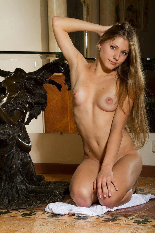 Long-Haired Blonde With Beautiful Body And Blue Eyes -3673