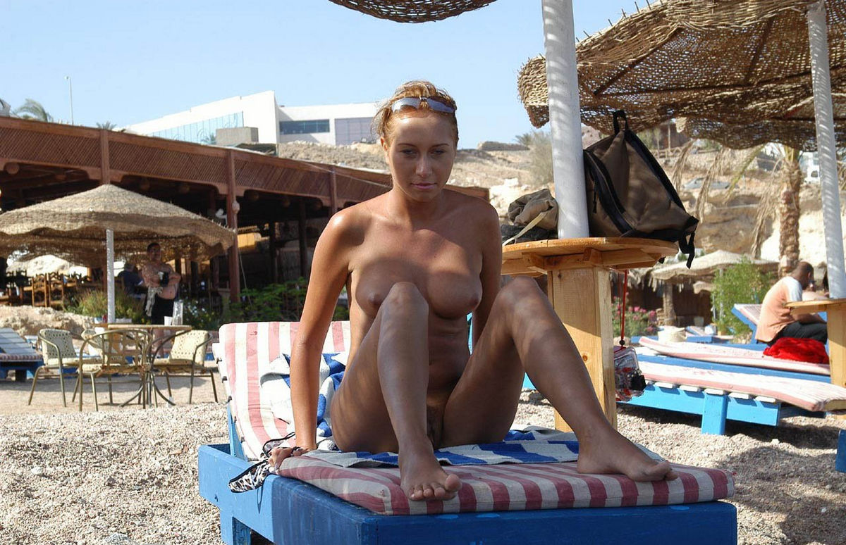 naked vacation pictures