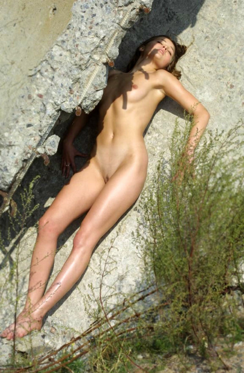 Teen Russian Girl Posing Naked At Abandoned Place -4581