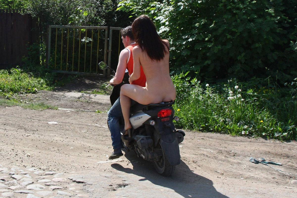 nude moped naken teen