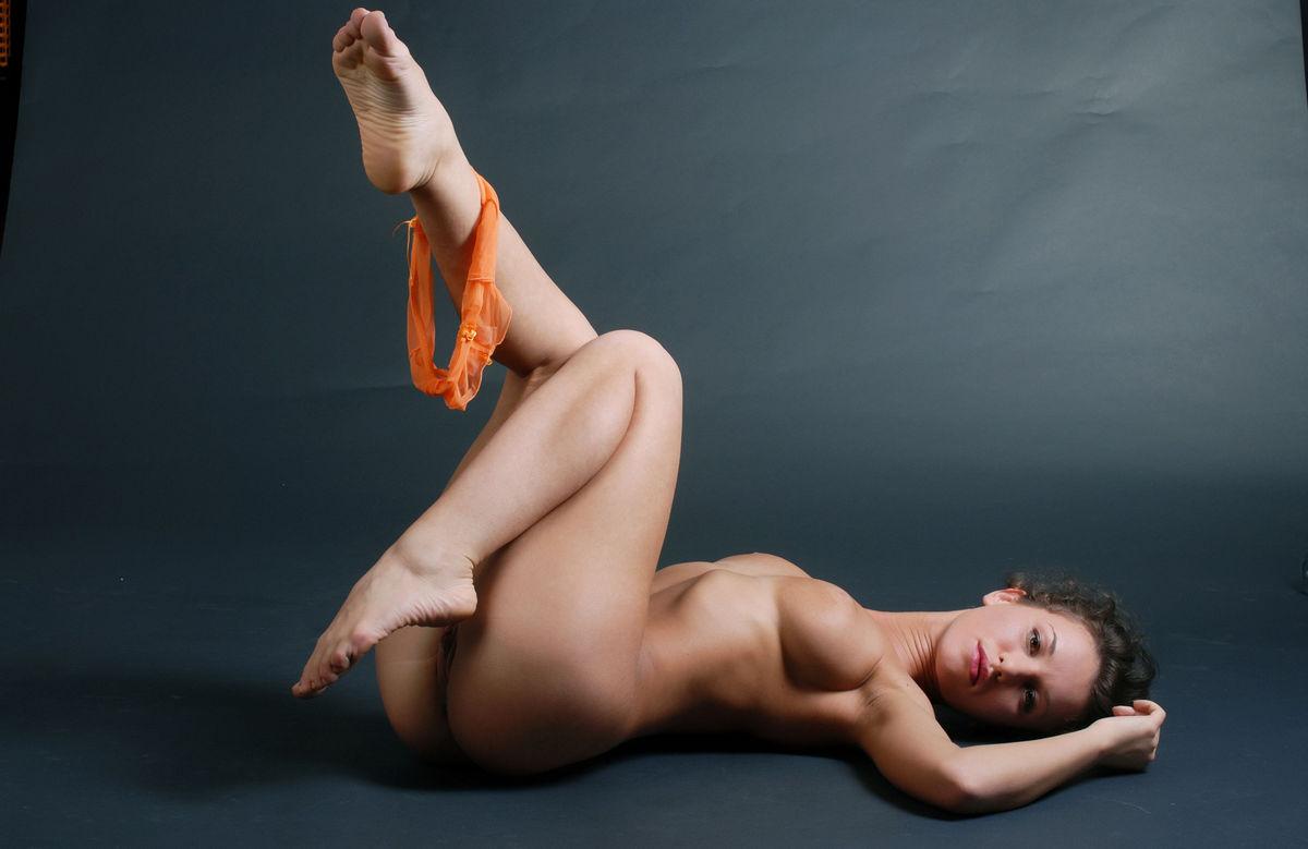 Jennifer max penetrated by purple dildo