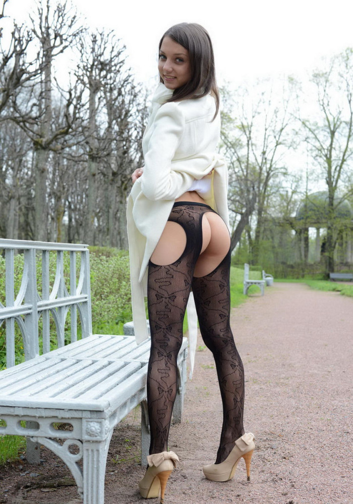 young girls nude stockings