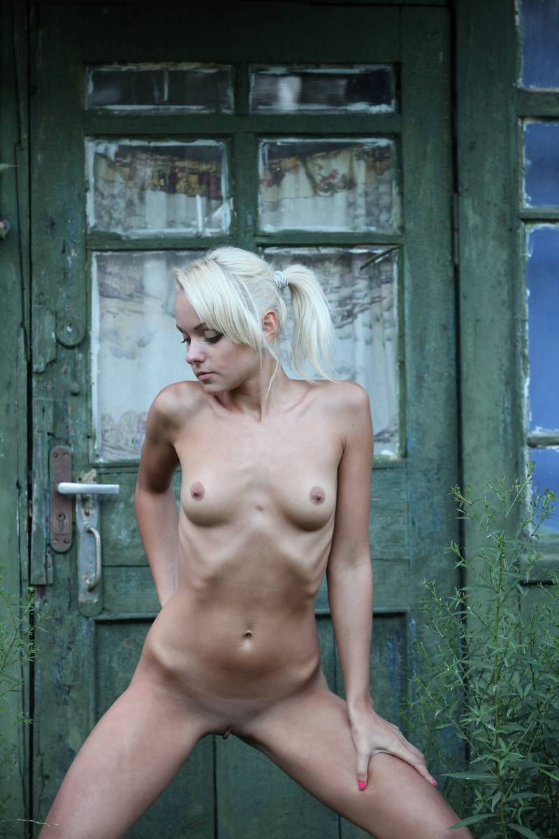 A blonde cam girl from san francisco maturbating on webcam - 3 part 5