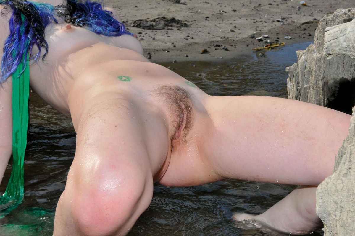 Naked Amateur Teen With Colored Hair At Destroyed Pier  Russian Sexy Girls-1756