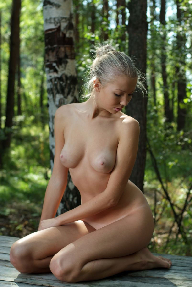 Natural naked russian girl outside russian pop