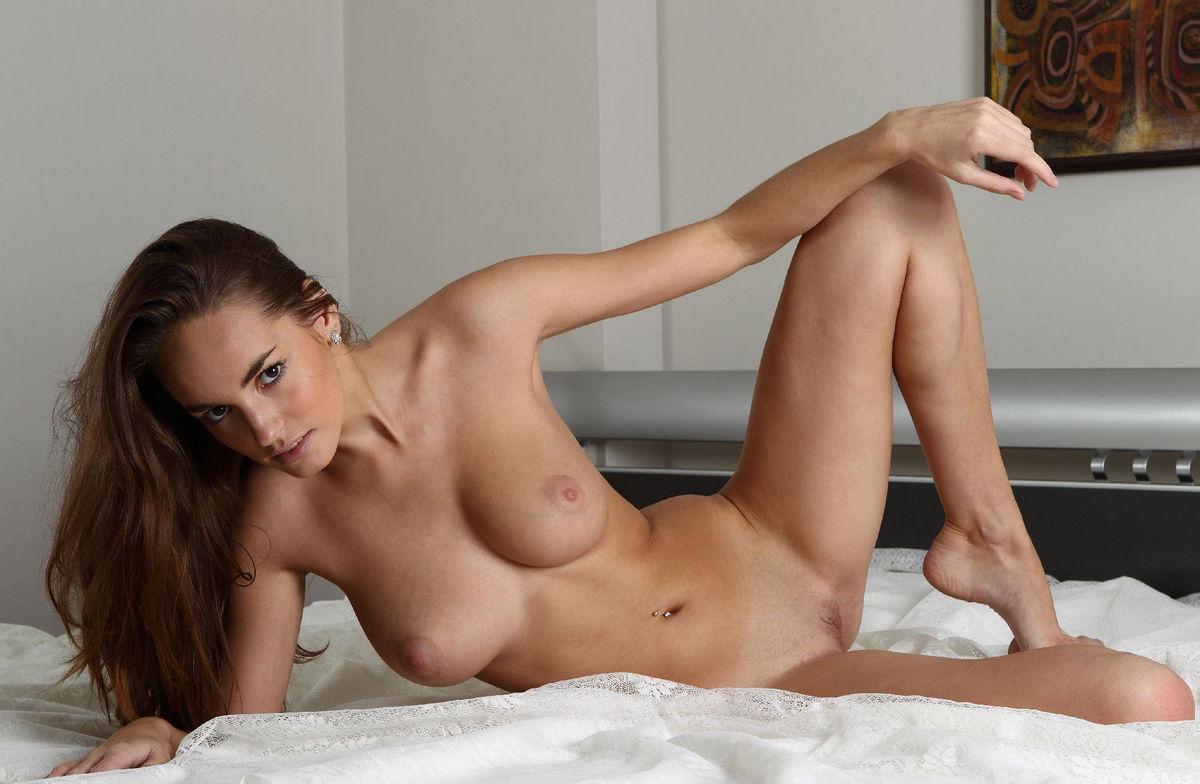 Hot nude women in bed