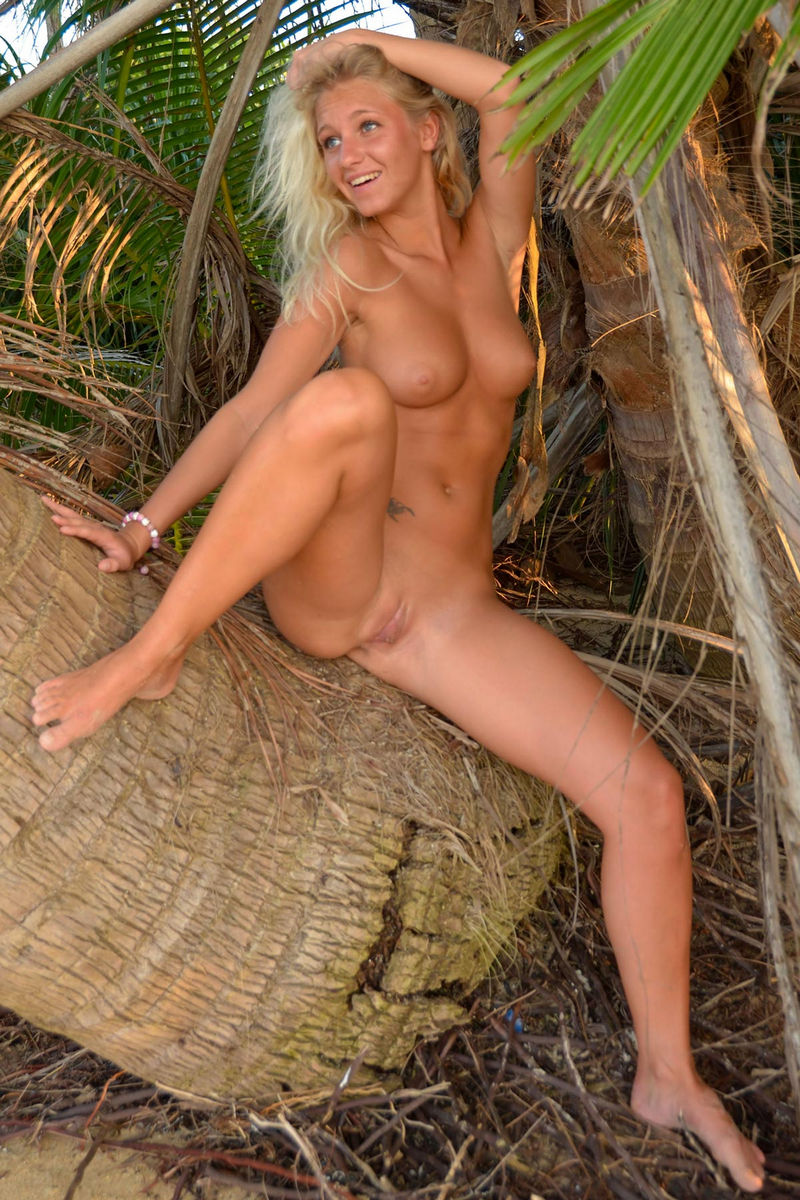 naked pussy clothes hot beach