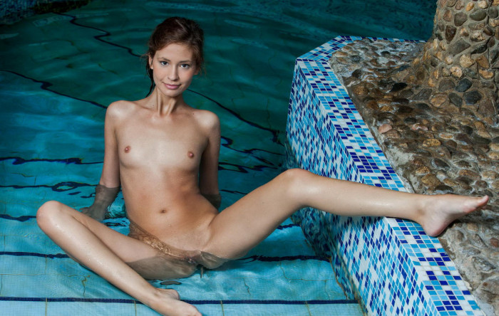 sexy nude girls swimming